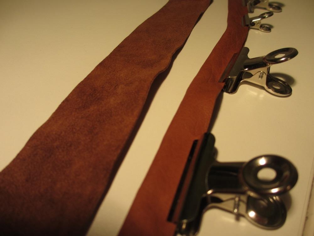 Lederstreifen für kurze Taschengriffe vorbereiten