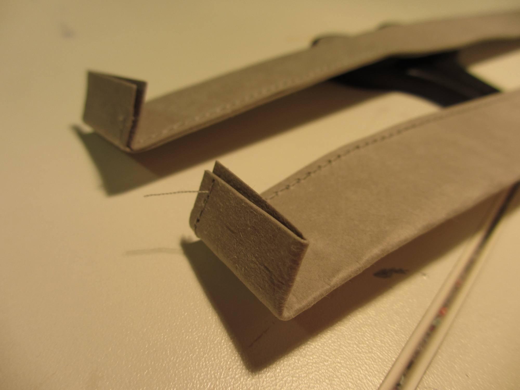 Träger an die Tasche nähen. Dazu habe ich unten ca 1,5 cm umgebogen, damit sich ein glatte Kante ergibt.