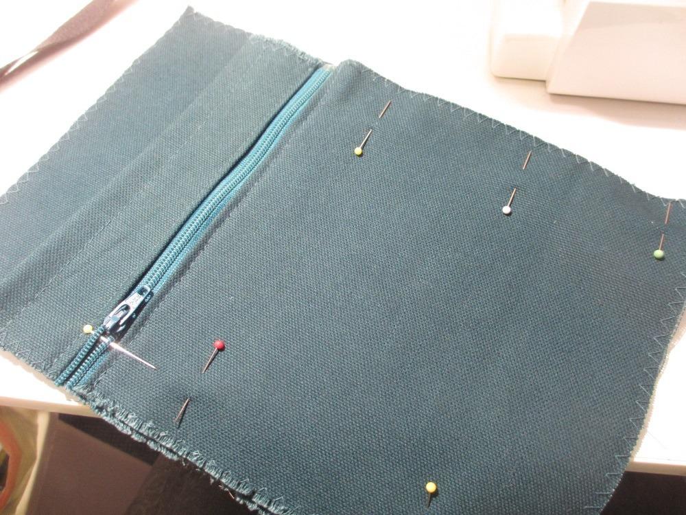 Fast fertig: Innentasche mit Reißverschluß.
