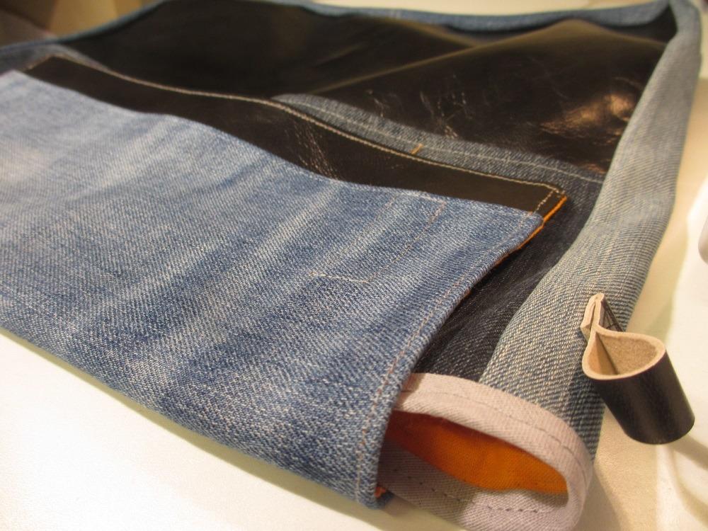 Mitwachsende Messenger Bag für Jungs. Papas alte Jeans wurde dafür verarbeitet.