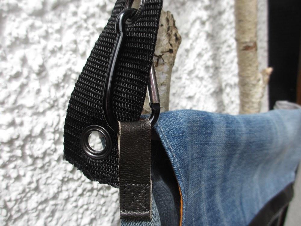 Messenger Bag, Ansicht mit Karabiner
