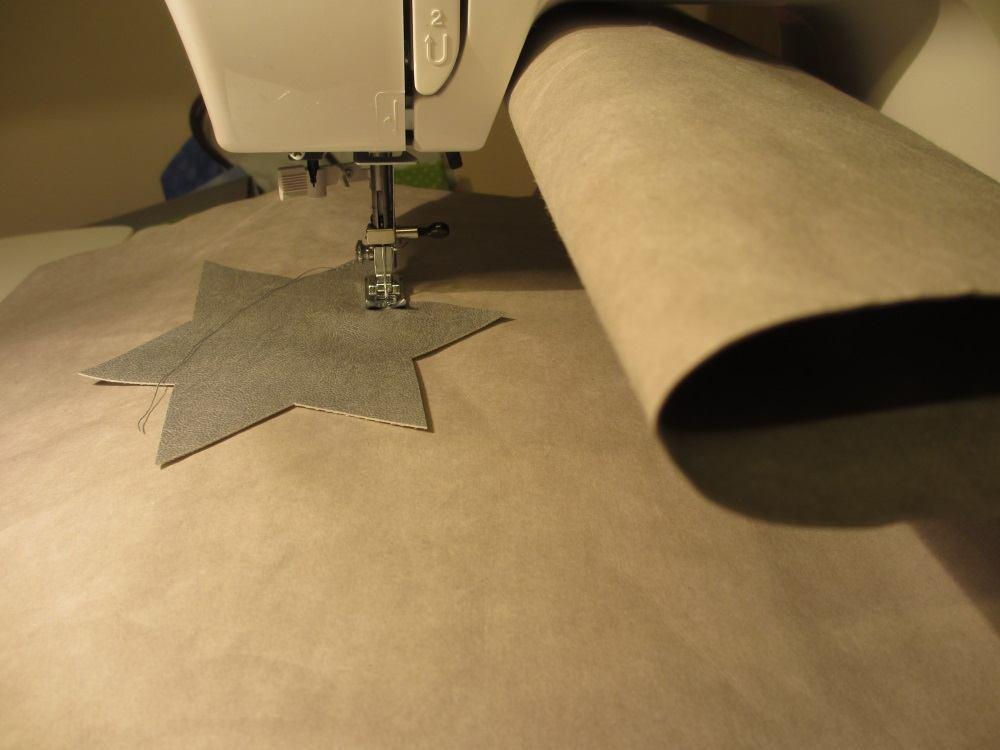Beim Aufnähen muß die ganze Länge des Snappap unter den Nähmaschinenhals geknüllt werden, aber es passt.