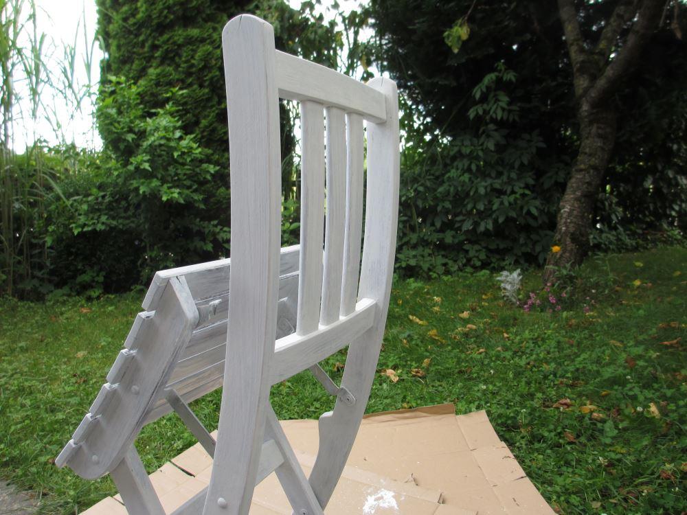 Anleitung zum upcycling eines alten stuhls mit kreidefarbe for Nass in nass streichen