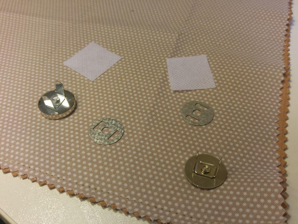 Mit Vlies verstärk können die Magnetknöpfe sicher angebracht werden