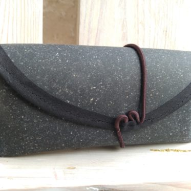 Snaply-probenaehen-recyceltes-Leder-Case-5