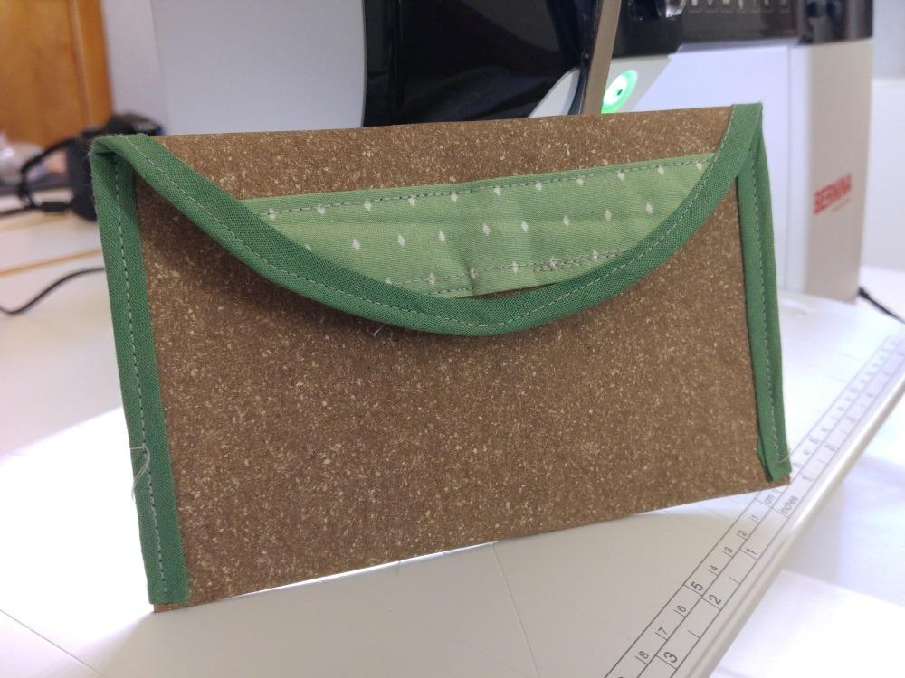 Kleines Täschchen aus dem neuen Snaply Material Recyceltes Leder