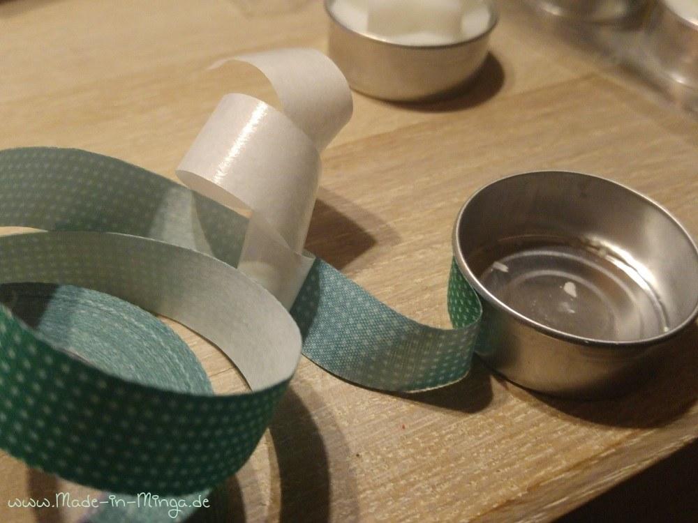Erster Schritt: 4 Teelichter mit schönem Tape umkleben