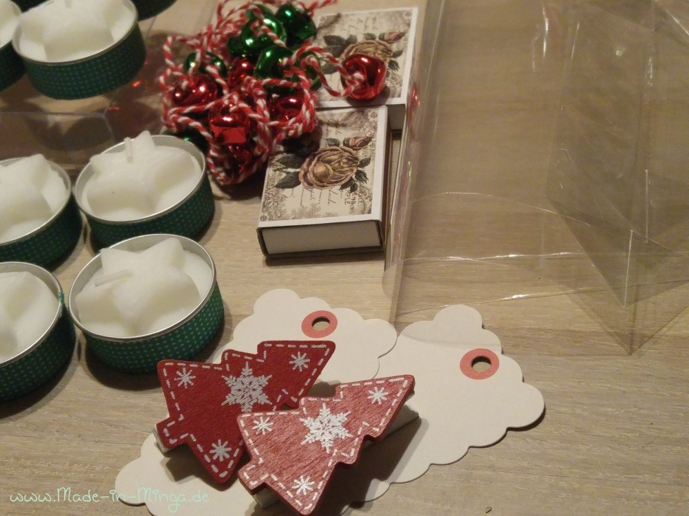 Vieles braucht man nicht für den Adventskranz To-Go. Verpacken könnte man alles auch in bestempelten Brottüten.