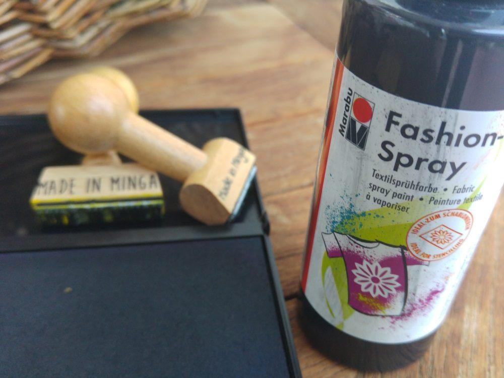 Ein ungetränktes Stempelkissen kann man wunderbar zum Stempeln seines eigenen Labels verwenden