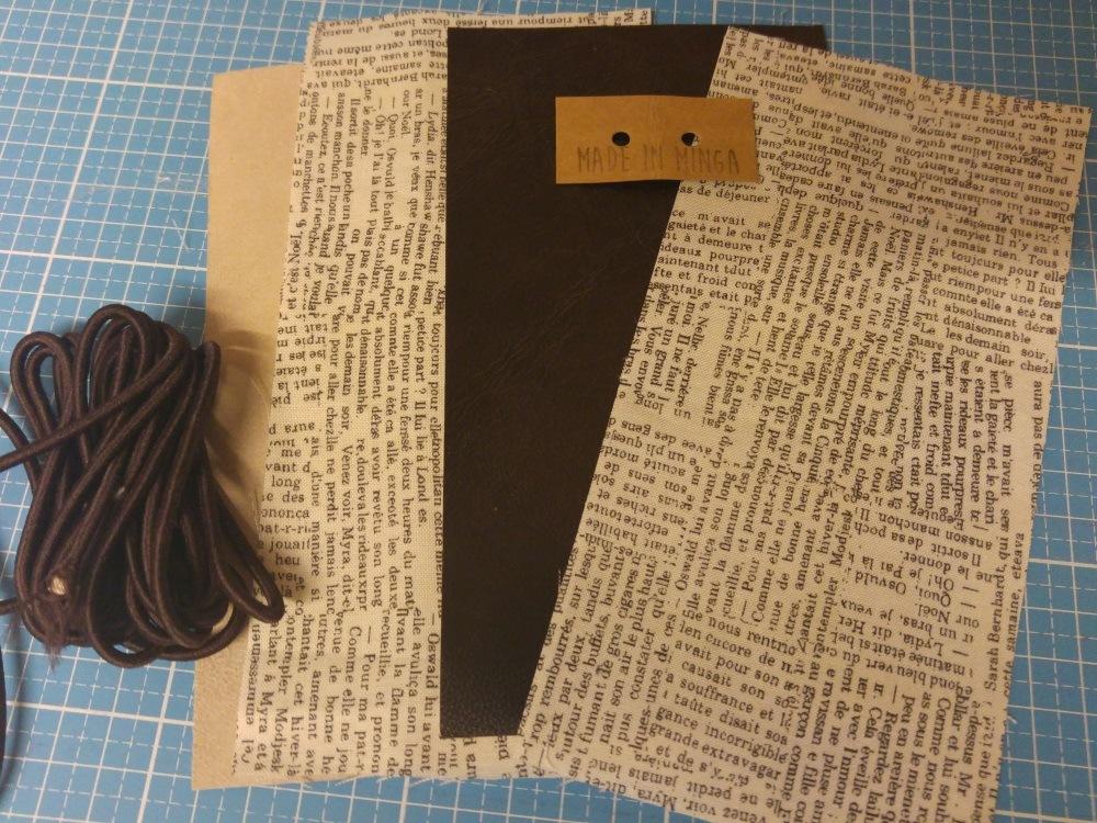 Zugeschnittenes Leder und Baumwolle für das Futter. Man sieht schon, was es werden soll, oder?