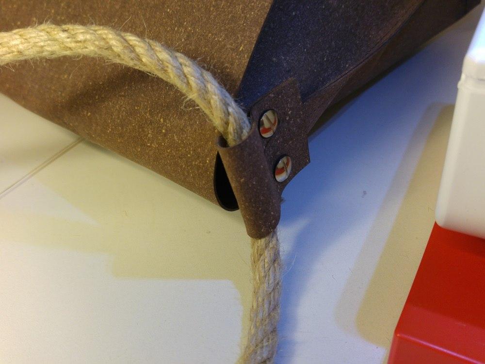 Taschenträger - Lösung mit Sisal-Seil durch Aufhängung aus ReLeda
