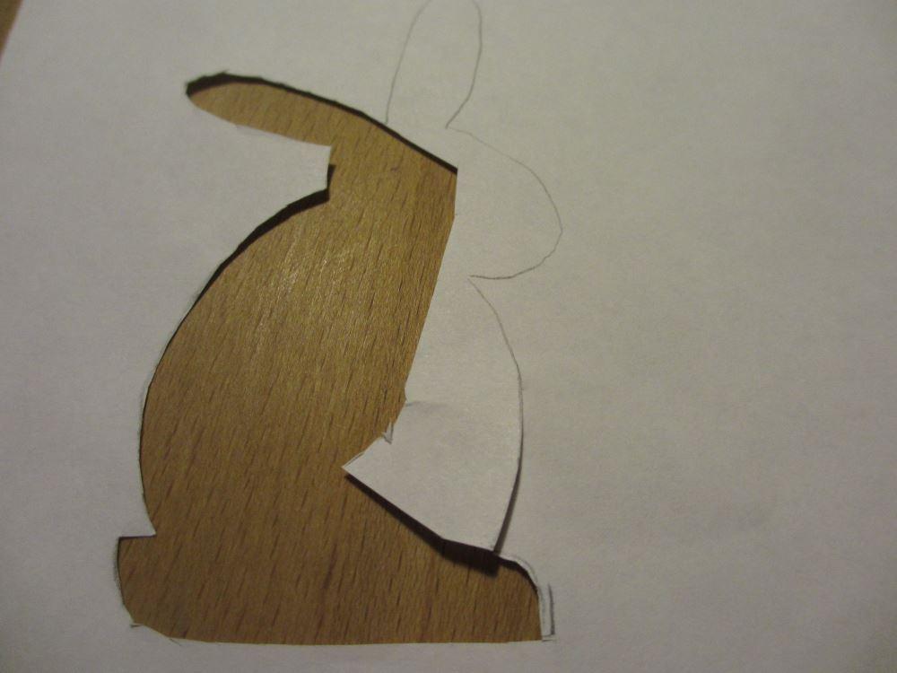 Osterhasen-Schablone einfach mit einem Blatt Papier herstellen