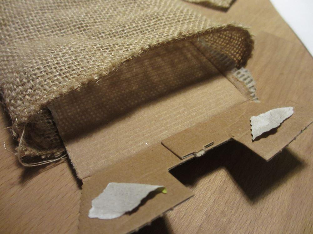 """Pappe als """"Durchschlagschutz"""" für die Farbe"""