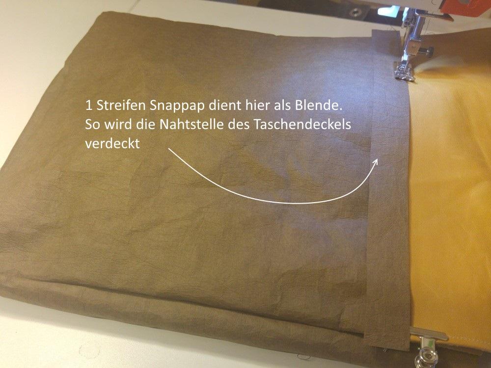 5,5 cm unterhalb des Taschenrandes nähe ich den Deckel am hinteren Taschenteil fest