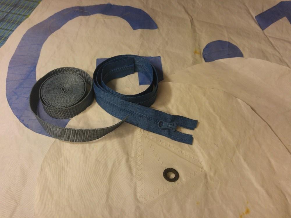 Gebraucht werden 1 lange Stoffbahn und 2 Stoffkreise für die Seiten