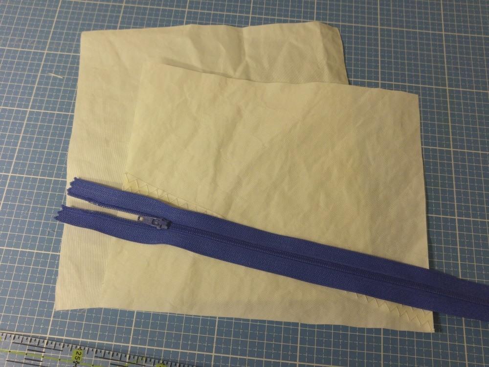 Innentasche: 2 kleine Stoffstücke vorbereiten