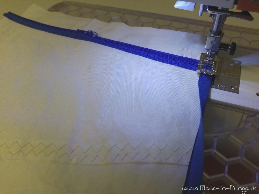 Seitenkanten der Innentasche mit Schrägband versäubern