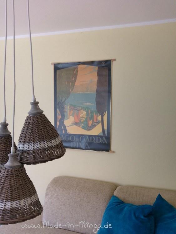 Grosses Poster einfach ohne Rahmen an der Wand aufhängen. mit 2 Holzleisten und einem dünner Draht
