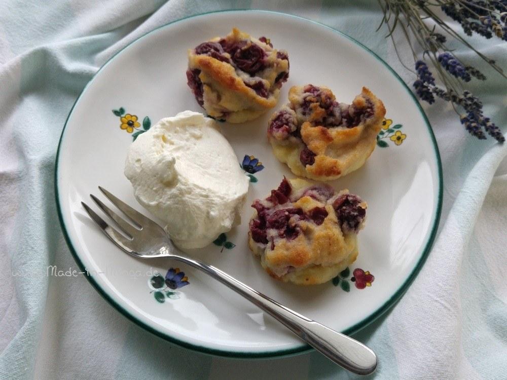 Kirsch-Griess-Kuchen mit einem leckeren Schlag Sahne