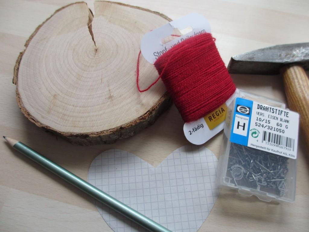 Holzplatte, Nägel und Faden, das braucht man für ein Nagelbild