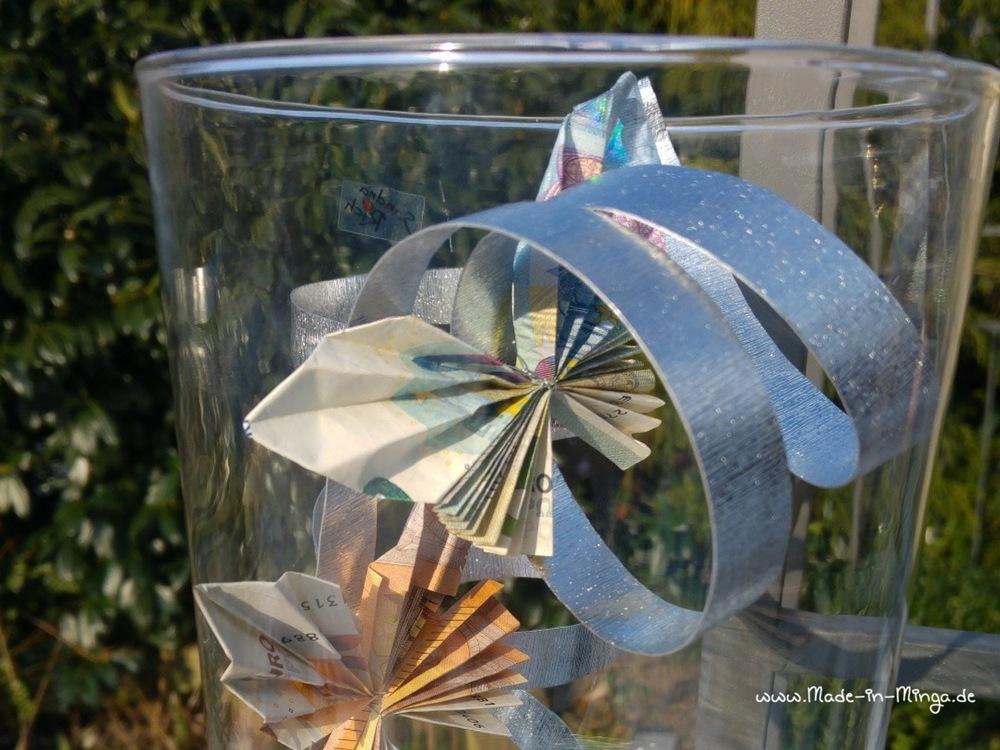 flacher Aludraht als Spirale in Vase dekorieren