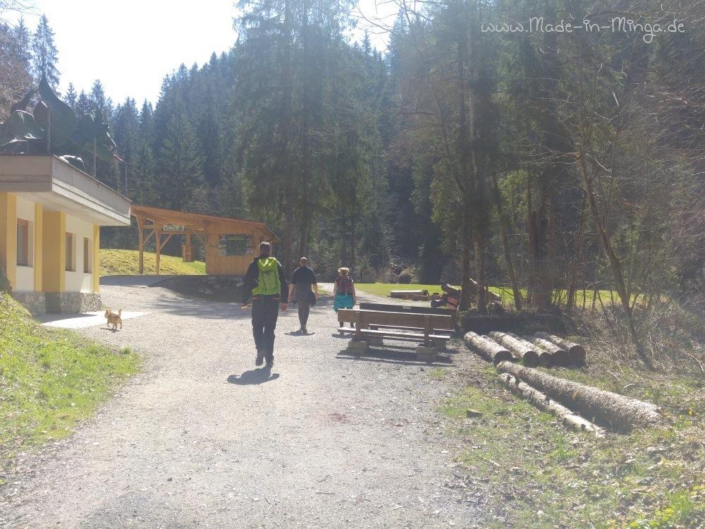 Wanderparkplatz und Bahnhof der Bummelbahn