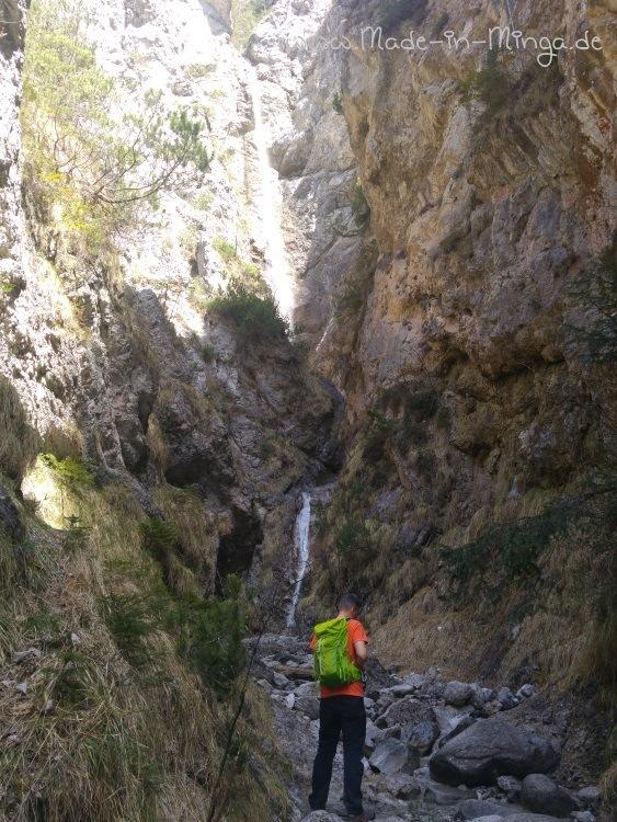 Ein kleiner Wasserfall am Rand der Kundler Klamm