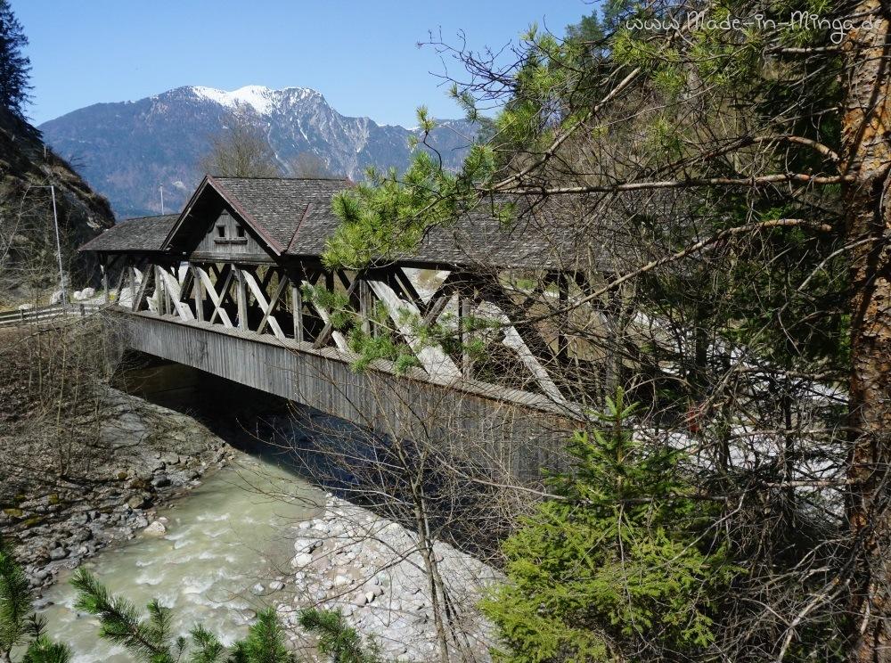Holzbrücke über die Ache