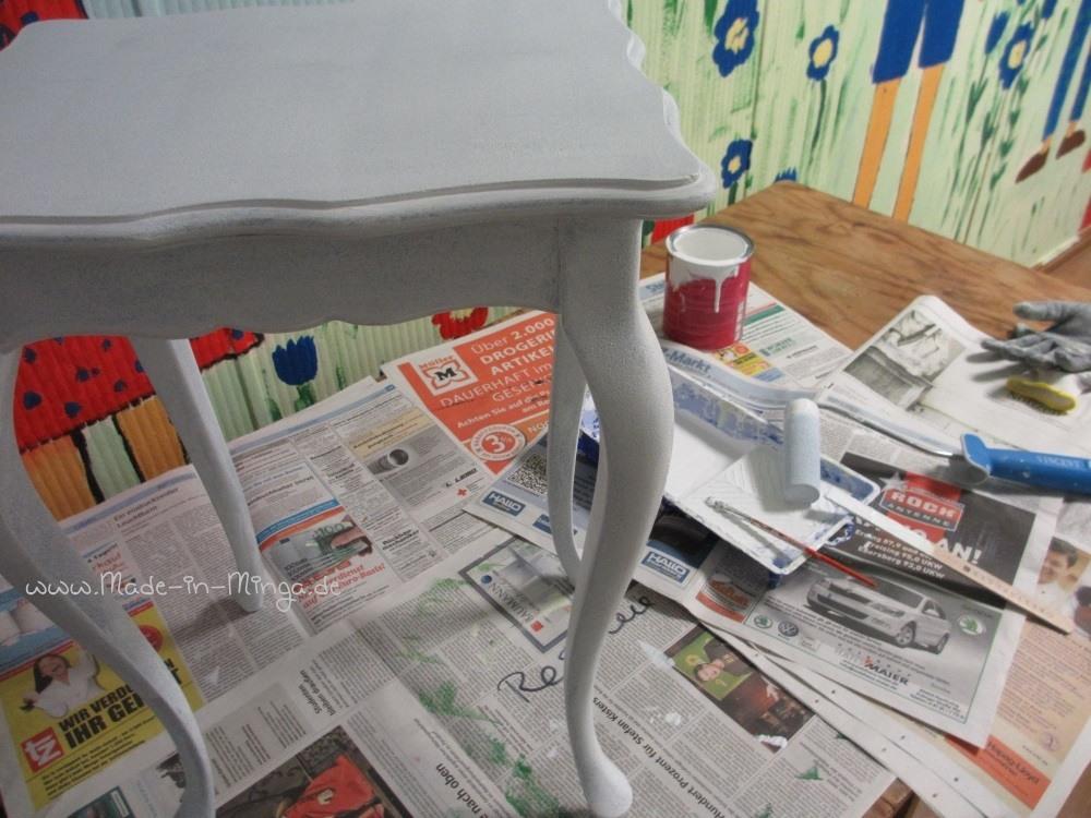 Altes Möbel grundieren, damit der alte Lack nicht mehr durchschlögt