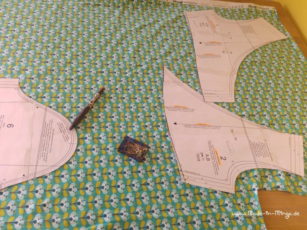Kleid in Wickeloptik Schnittmuster auflegen und zuschneiden