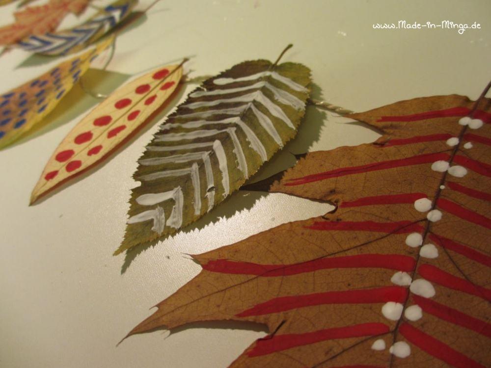 Herbst-Deko basteln, Blätter trocknen und anmalen