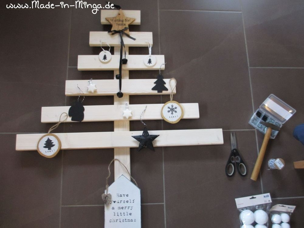 diy weihnachtsbaum aus holzlatten bauen. Black Bedroom Furniture Sets. Home Design Ideas
