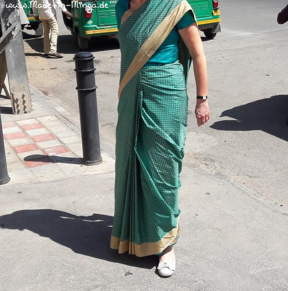 Vordere Ansicht der Falten im gewickelten Sari