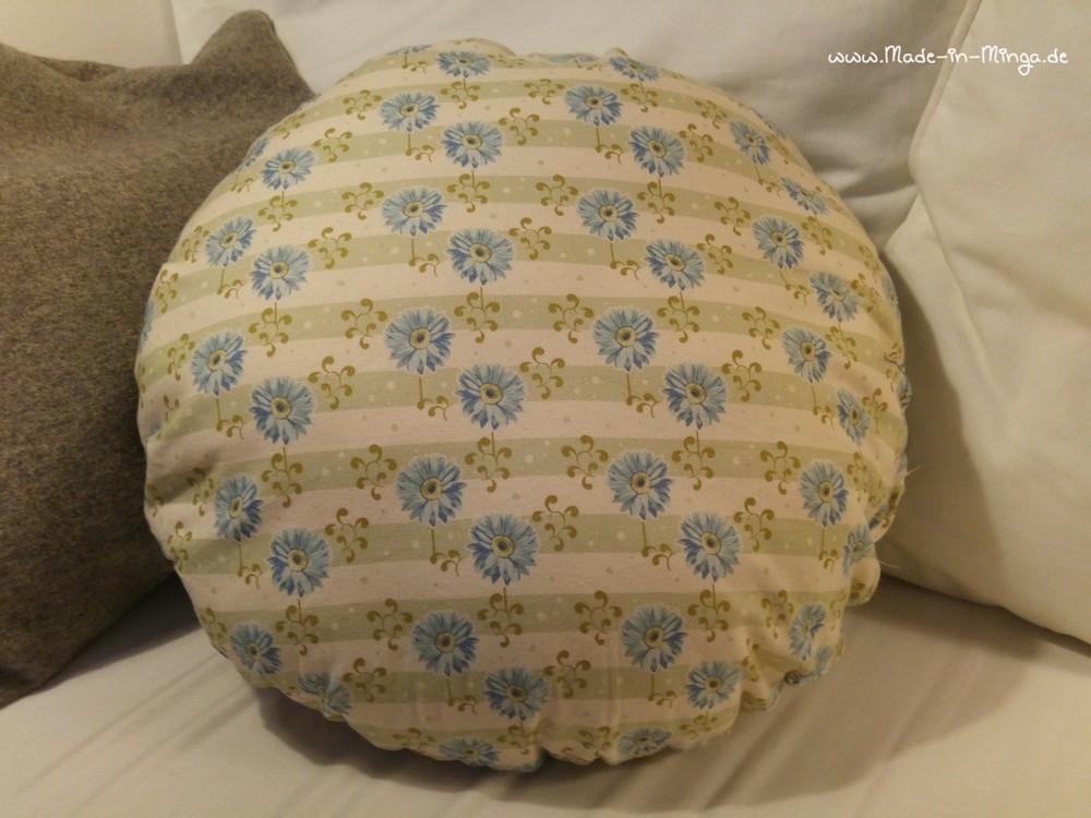 Rückenansicht des runden Kissens