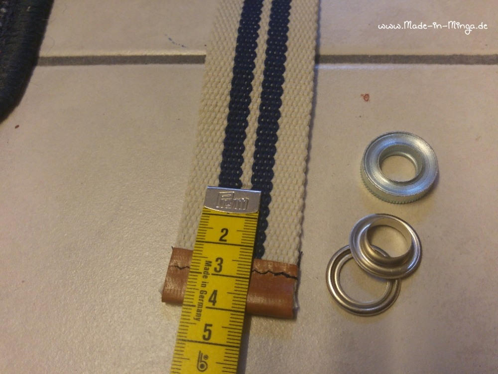 Ösen einschlagen in das Gurtband - www.made-in-minga.de