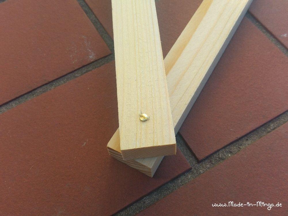 Holzlatten für den weihnachtsstern zusammenschrauben