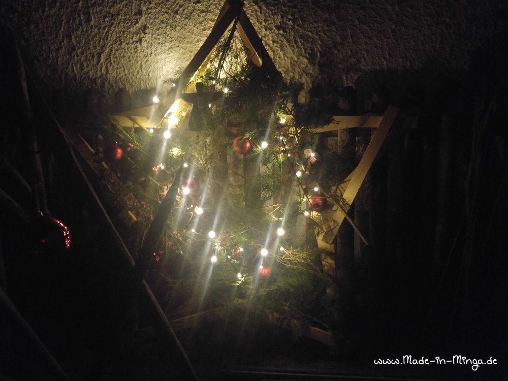der Weihnachtsstern  leuchtet abends im dunkeln